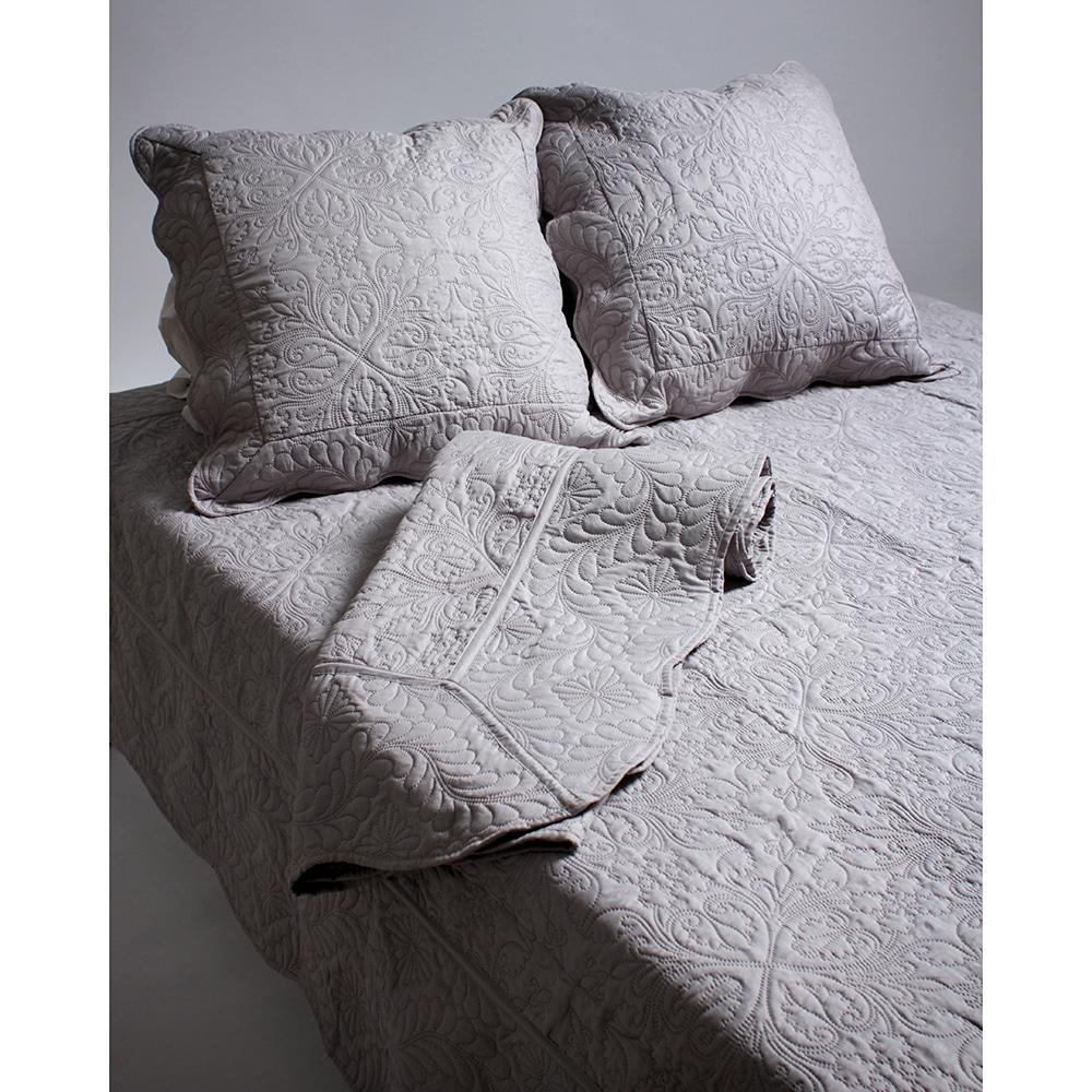 couvre lit gris clair. Black Bedroom Furniture Sets. Home Design Ideas